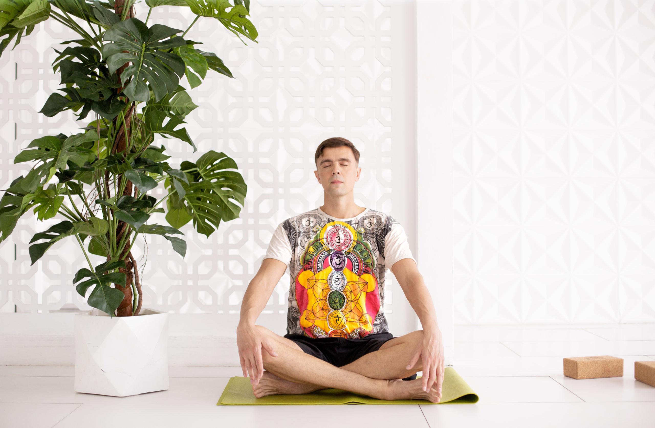 йог медитирует фото
